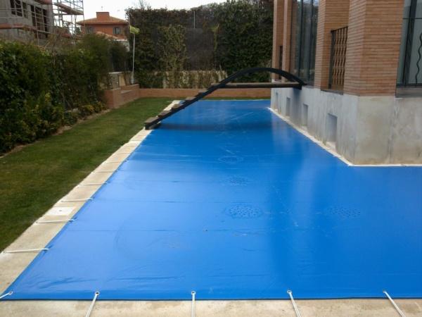 Lonas para piscinas cobertores para piscinas en madrid for Lonas para tapar piscinas
