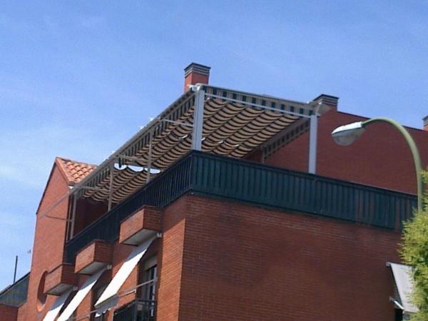 P rgolas de madera instalaci n p rgolas de madera en madrid for Toldos para terrazas en azoteas